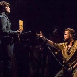 (From L) Josh Davis as 'Inspector Javert' and Nick Cartell as 'Jean Valjean' in the new national tour of LES MISÉRABLES Photo by Matthew Murphy