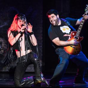 Hernando Umana and Rob Colletti in the School of Rock Tour. © Matthew Murphy.
